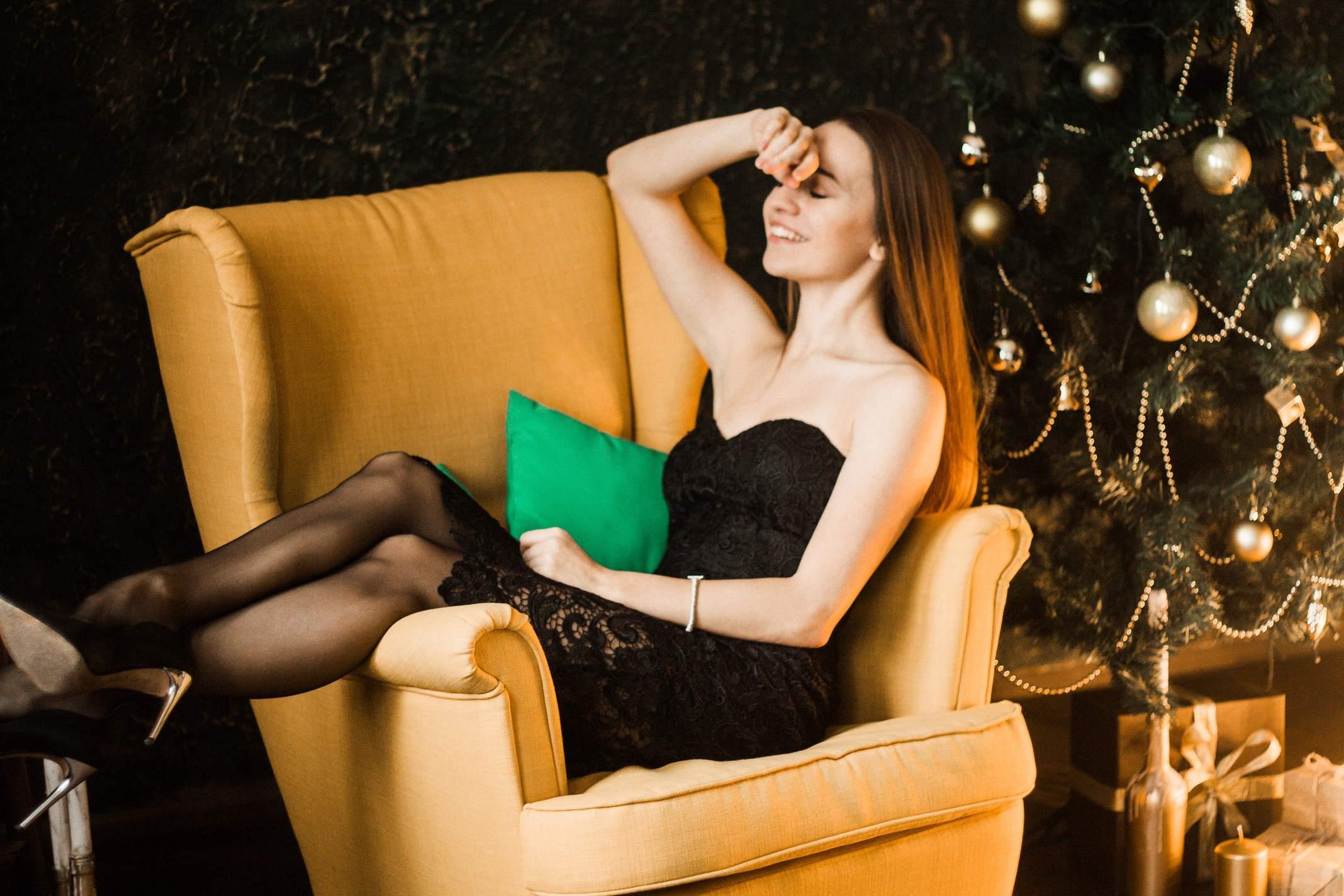 black lace dress kateillustrate
